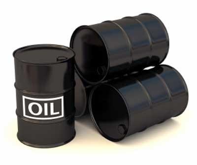 Erdöl wird als grundlegendes Herstellungsmaterial  der Plastikflaschen
